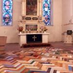 Parkett vorm Altar