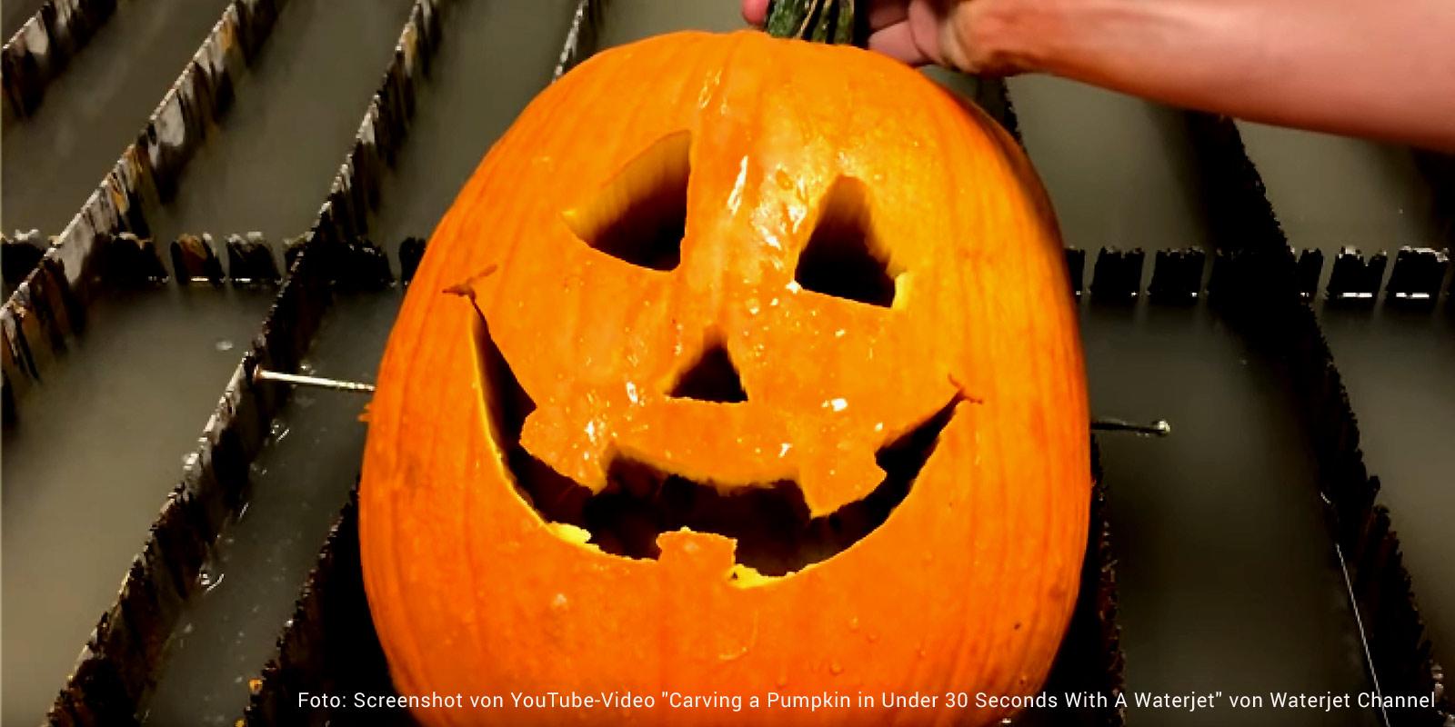 Halloweenkürbis mit Waterjet geschnitzt
