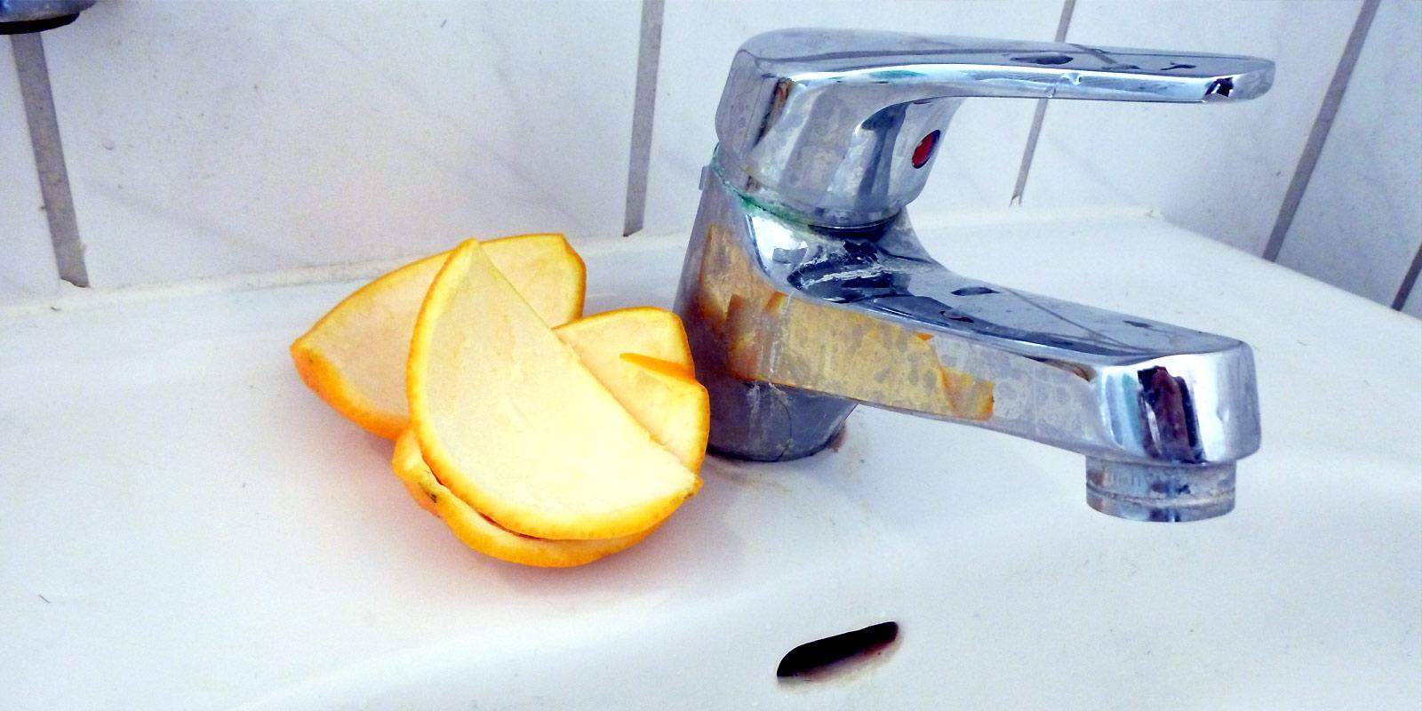 Orangenschalen gegen Kalkränder