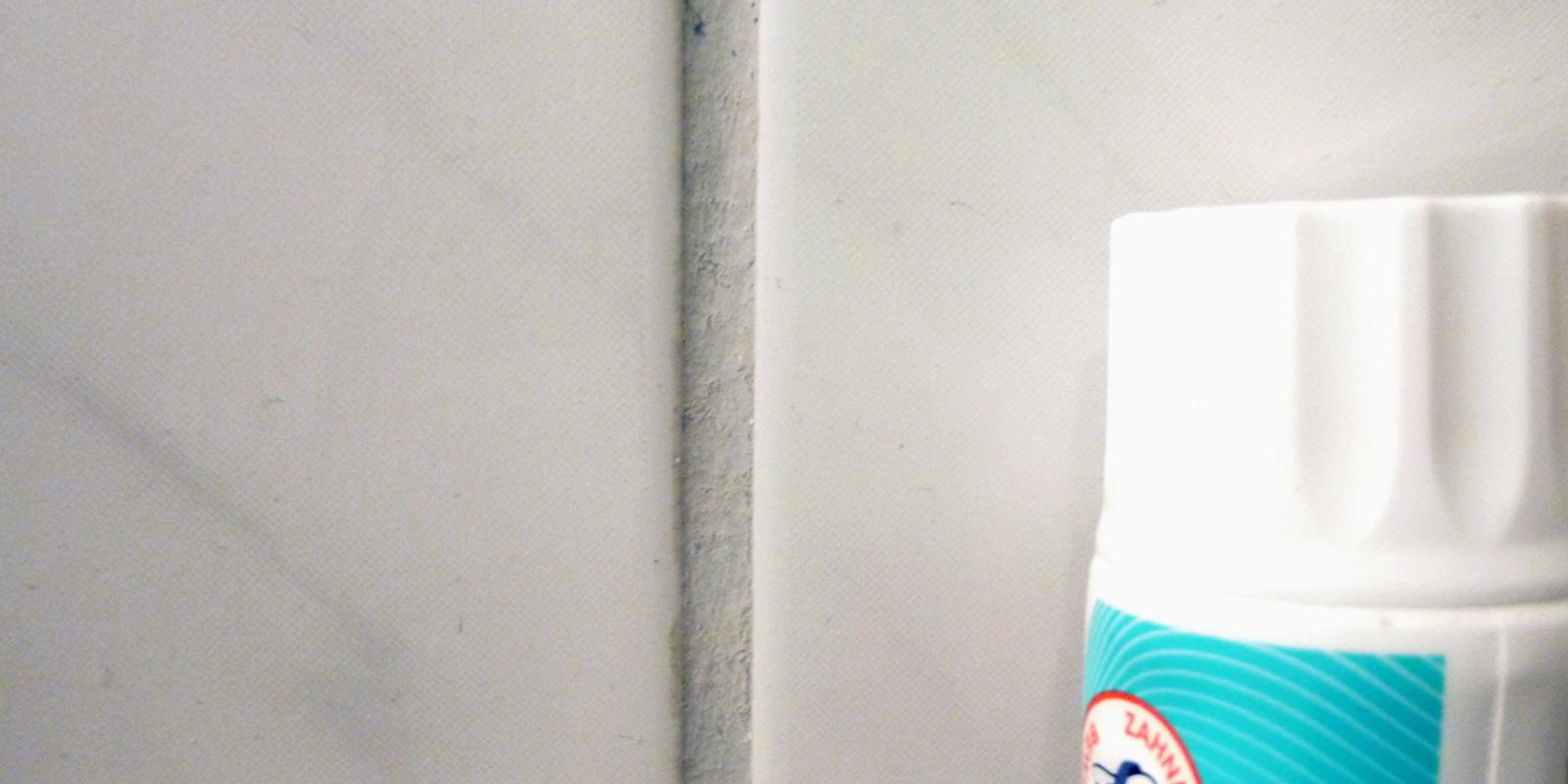 Zahnpasta zur Reinigung von Fliesen